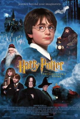 นี่คือเรื่องราวของ Harry Potter (Daniel Radcliffe) เด็กชายอายุสิบเอ็ดปีธรรมดาที่รับใช้เป็นทาสของป้าและลุงของเขาที่รู้ว่าจริง ๆ แล้วเขาเป็นพ่อมดและได้รับเชิญให้เข้าร่วม Hogwarts School for Witchcraft และเวทมนตร์คาถา แฮร์รี่ถูกกระชากออกจากการดำรงอยู่ในโลกของเขาโดย Rubeus Hagrid (Robbie Coltrane) ซึ่งเป็นผู้รักษาพื้นดินสำหรับฮอกวอตส์และถูกโยนเข้าสู่โลกที่แปลกใหม่ทั้งเขาและผู้ชม โด่งดังจากเหตุการณ์ที่เกิดขึ้นตอนที่เขาเกิดแฮร์รี่ทำให้เพื่อน ๆ ง่าย ๆ ที่โรงเรียนใหม่ของเขา อย่างไรก็ตามในไม่ช้าเขาก็พบว่าโลกแห่งเวทย์มนตร์นั้นอันตรายกว่าเขามากเกินกว่าที่เขาจะจินตนาการได้และเขาก็เรียนรู้อย่างรวดเร็วว่าพ่อมดบางคนนั้นไม่น่าเชื่อถือ